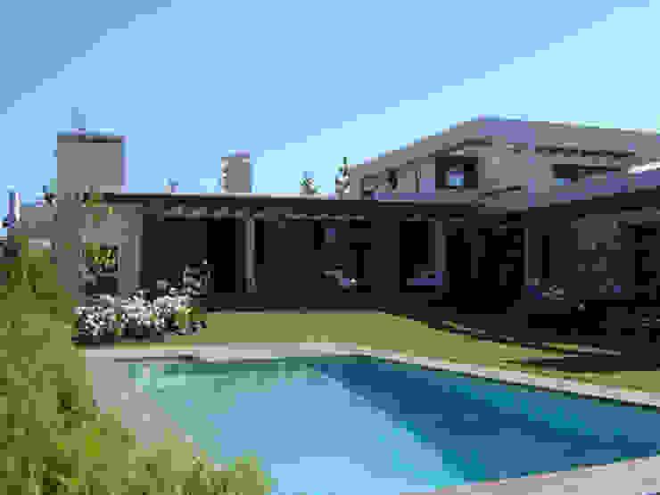 Casa Trucco Casas de estilo mediterráneo de homify Mediterráneo Ladrillos