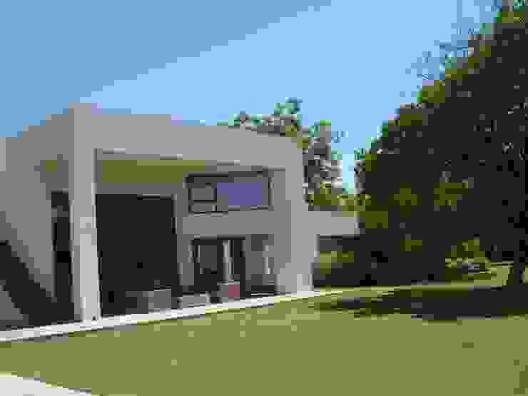 Casa Masay Casas de estilo mediterráneo de homify Mediterráneo Ladrillos