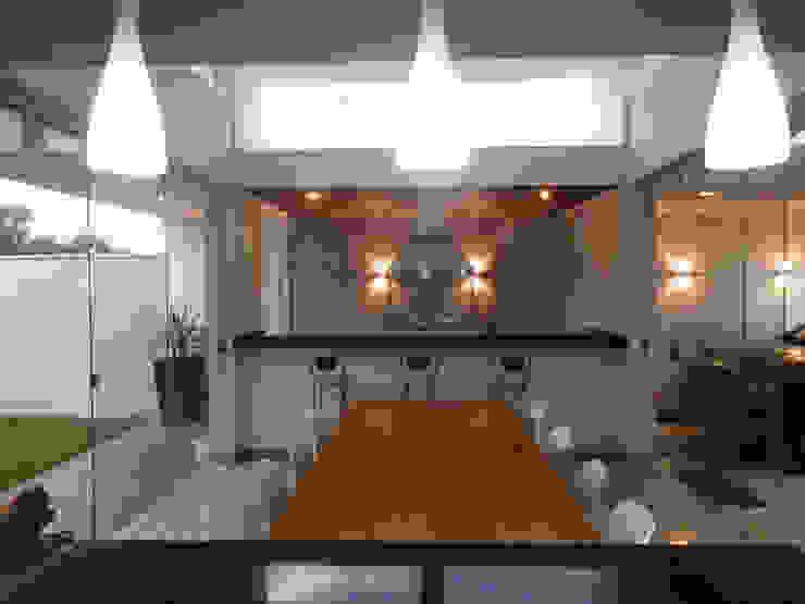 Moderne Küchen von D' Freitas Arquitetura Modern Massivholz Mehrfarbig