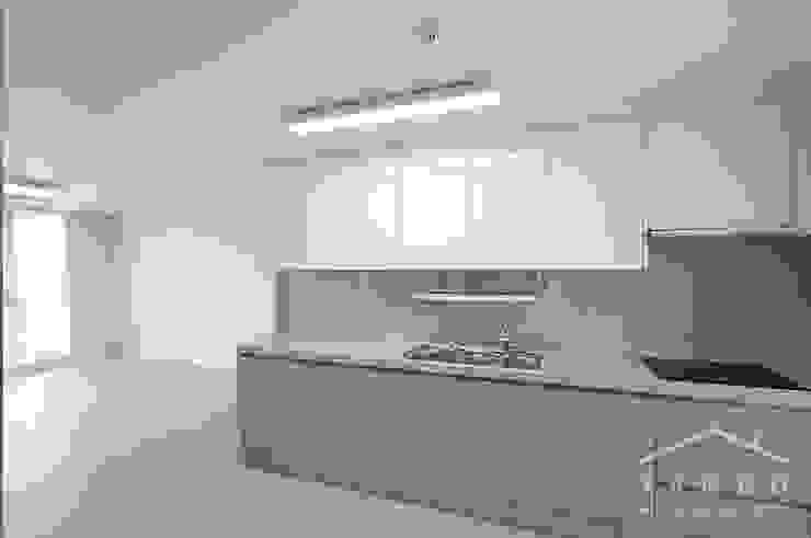 Modern kitchen by 얀코인테리어 Modern