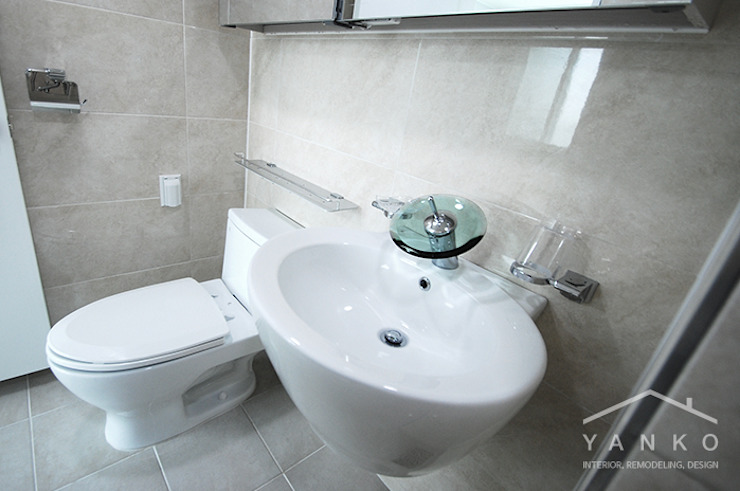 Modern bathroom by 얀코인테리어 Modern