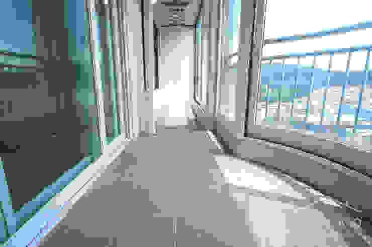 얀코인테리어 Modern balcony, veranda & terrace