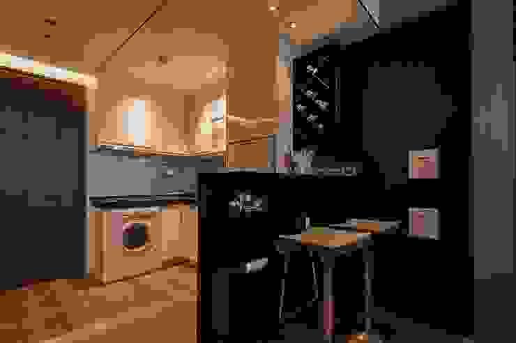 Cozinhas modernas por 沐駿室內設計有限公司 Moderno