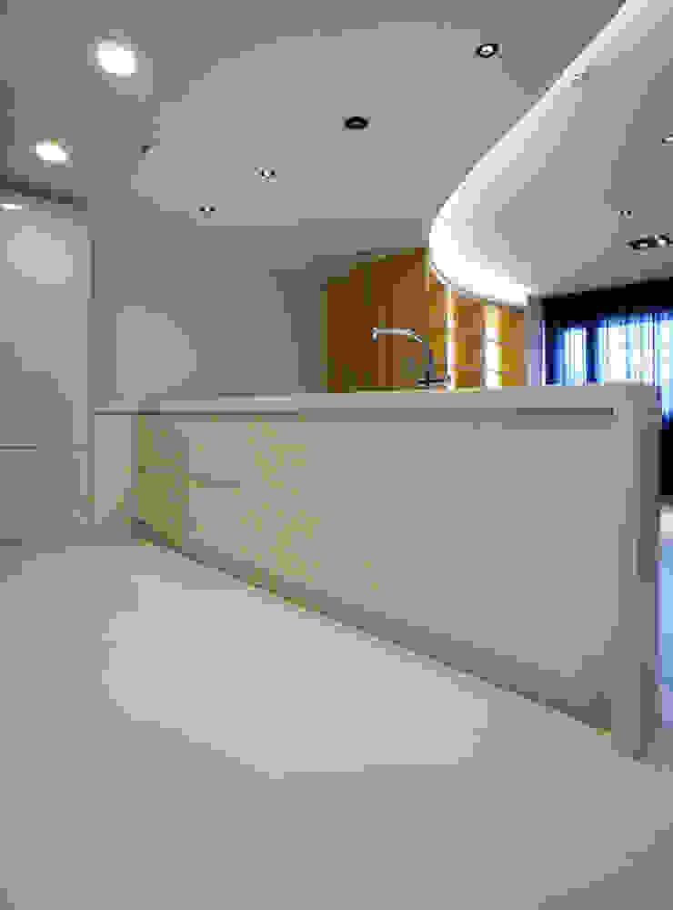 全室案例-新北市王宅 現代廚房設計點子、靈感&圖片 根據 ISQ 質の木系統家具 現代風