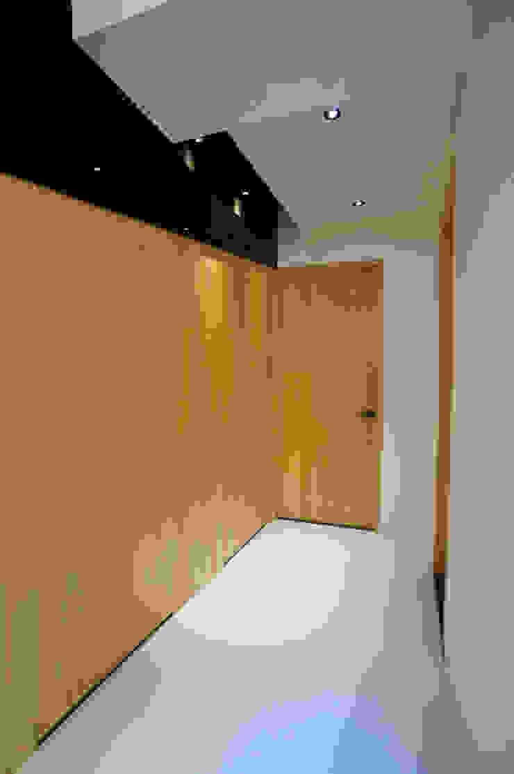 全室案例-新北市王宅 現代風玄關、走廊與階梯 根據 ISQ 質の木系統家具 現代風