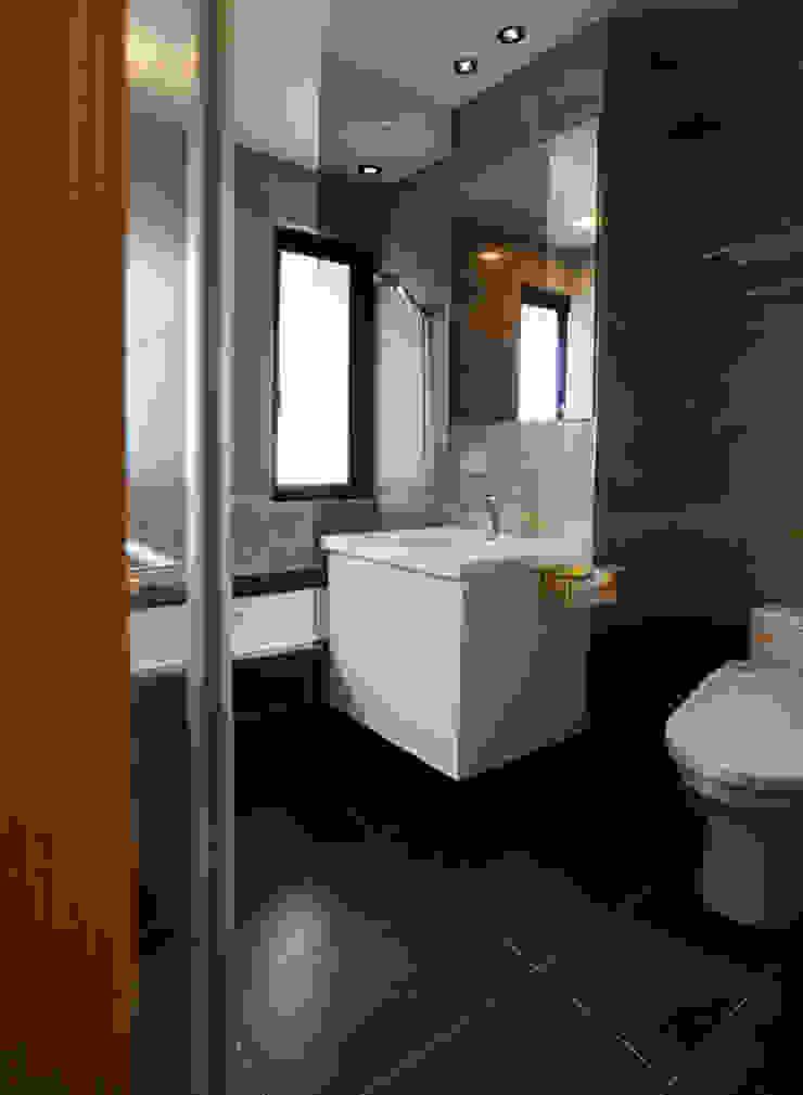 全室案例-新北市王宅 現代浴室設計點子、靈感&圖片 根據 ISQ 質の木系統家具 現代風