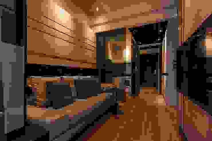 溫潤 现代客厅設計點子、靈感 & 圖片 根據 沐駿室內設計有限公司 現代風