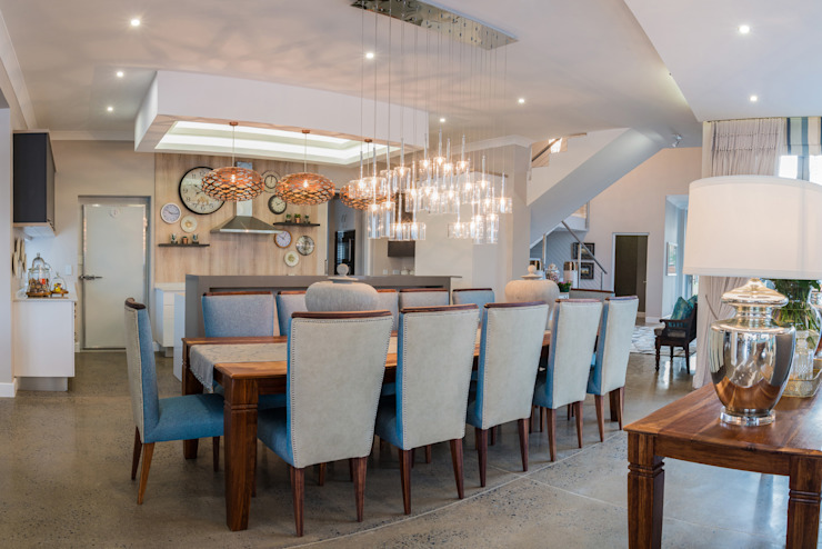 Dining Room. Modern dining room by Carne Interiors Modern