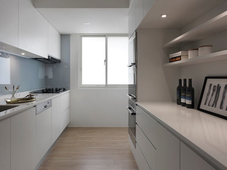 台北市 信義區 林宅 中古屋空間規劃風格重塑 現代廚房設計點子、靈感&圖片 根據 御見設計企業有限公司 現代風