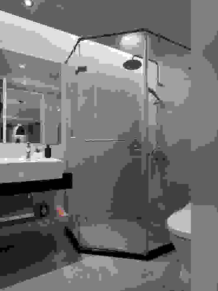 浴室1 現代浴室設計點子、靈感&圖片 根據 御見設計企業有限公司 現代風