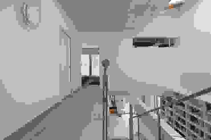 Casa SG Ingresso, Corridoio & Scale in stile moderno di Studio Ecoarch Moderno