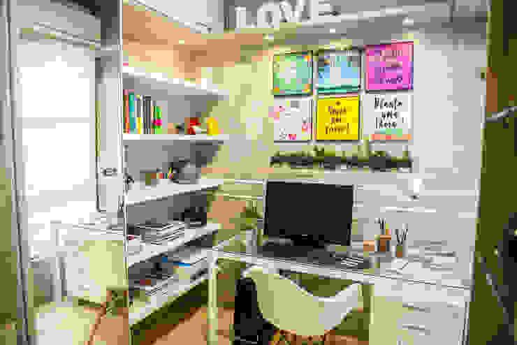 Modern study/office by Juliana Teixeira Arquitetura Modern