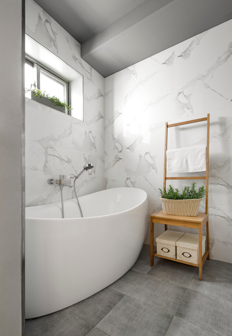 Banheiros minimalistas por 磨設計 Minimalista