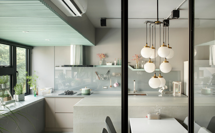 Cocinas de estilo minimalista de 磨設計 Minimalista