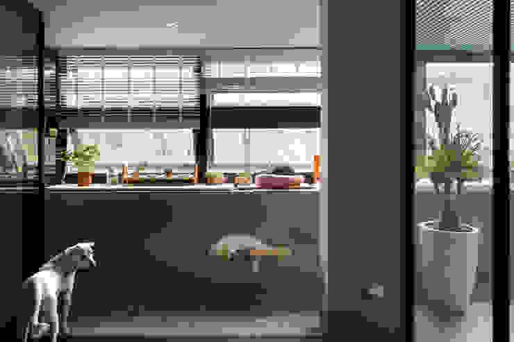 Jardins minimalistas por 磨設計 Minimalista