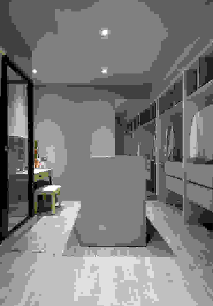 Quartos minimalistas por 磨設計 Minimalista