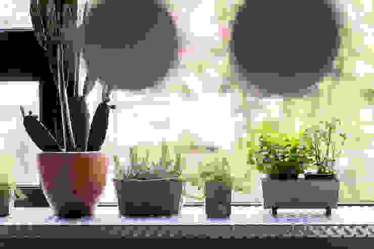 Varandas, alpendres e terraços minimalistas por 磨設計 Minimalista