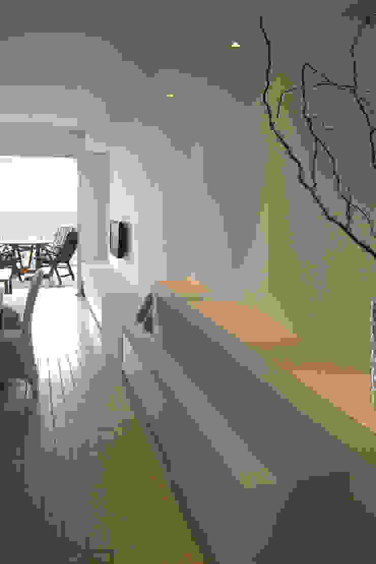 Mediterranean corridor, hallway & stairs by Filippo Coltro architetto Mediterranean