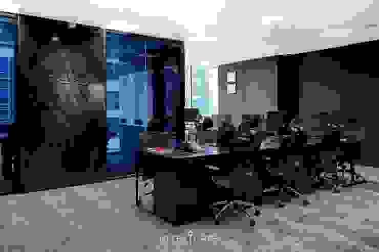 Freeplus - Indonesia Representative Office Kantor & Toko Modern Oleh INTERIORES - Interior Consultant & Build Modern