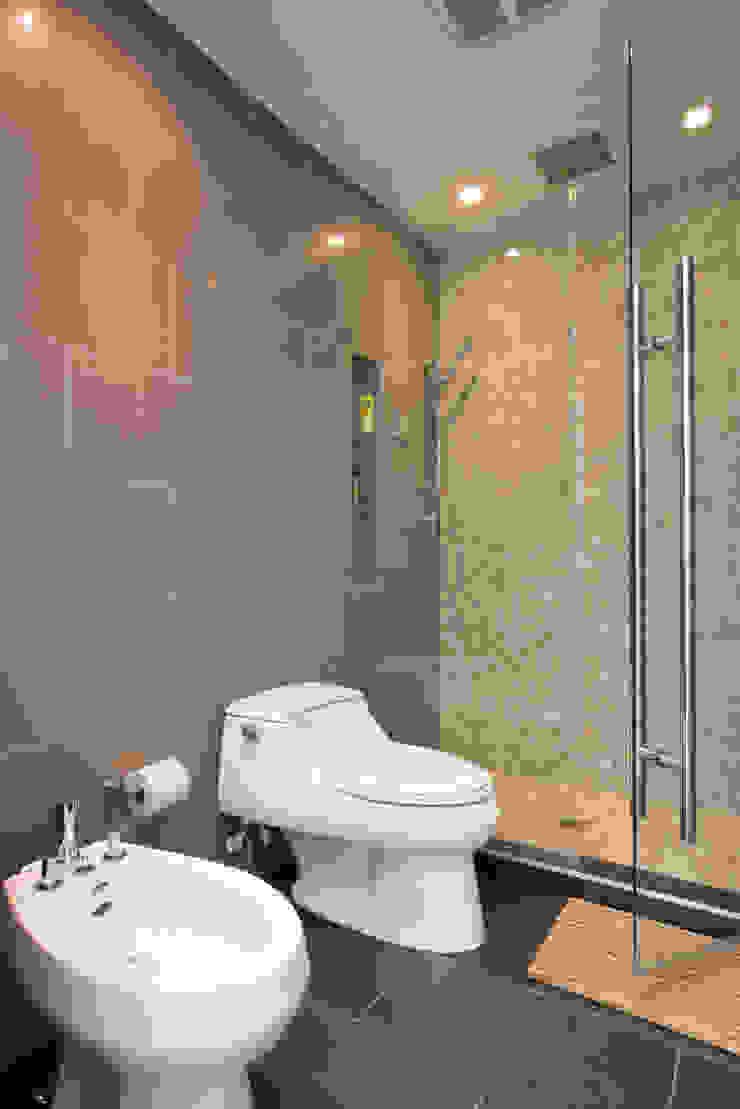 FORMA Design Inc. Modern bathroom