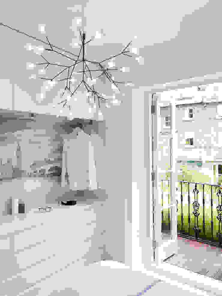 Master bedroom Dormitorios de estilo minimalista de Brosh Architects Minimalista