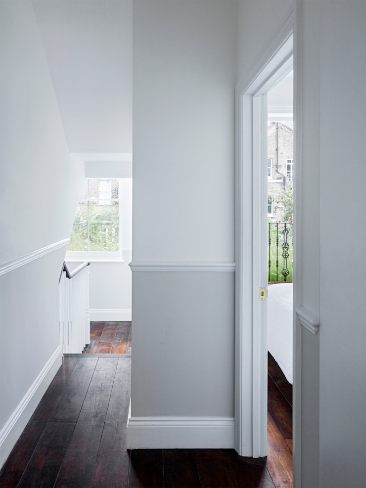 Hallway Modern Corridor, Hallway and Staircase by Brosh Architects Modern