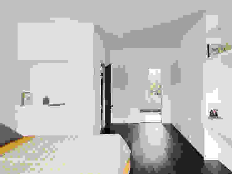Master bedroom Cuartos de estilo moderno de Brosh Architects Moderno