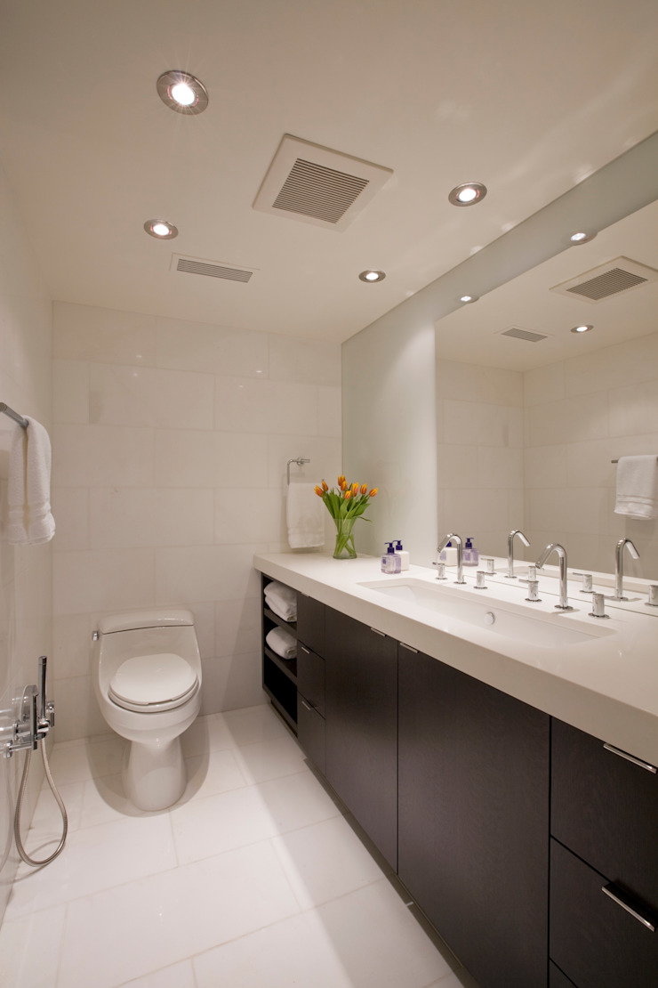 Flat on the Georgetown Canal Modern Bathroom by FORMA Design Inc. Modern