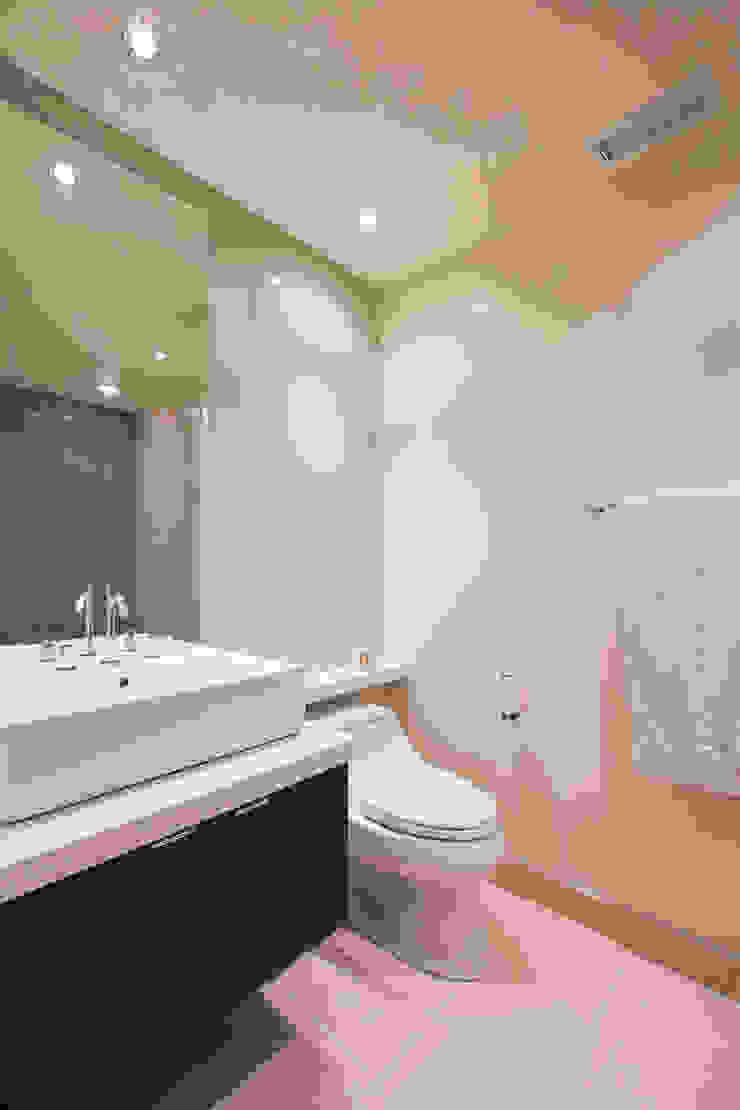 House in Potomac 2.0 Modern Bathroom by FORMA Design Inc. Modern