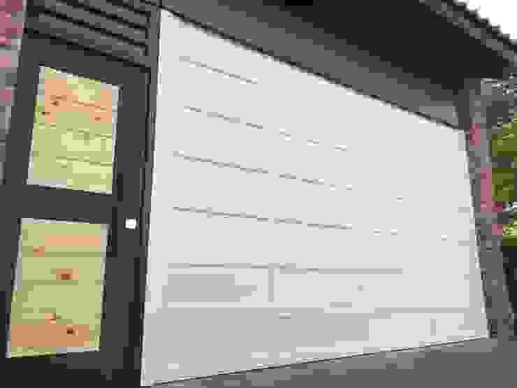 折疊式車庫門 根據 奕成門業有限公司 古典風 金屬