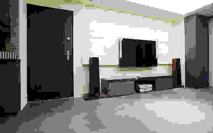 全室案例-新北市林宅 现代客厅設計點子、靈感 & 圖片 根據 ISQ 質の木系統家具 現代風