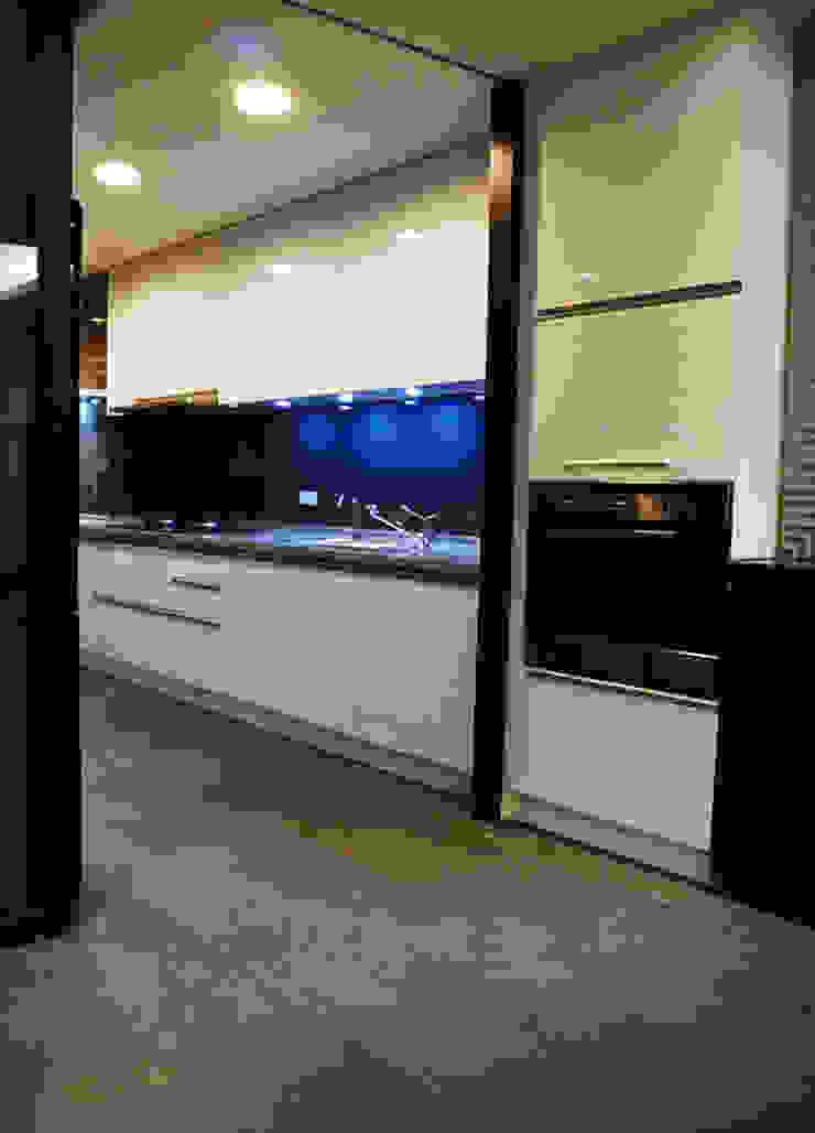 全室案例-新北市林宅 現代廚房設計點子、靈感&圖片 根據 ISQ 質の木系統家具 現代風