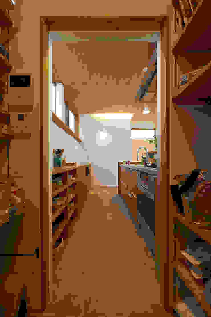 Nhà bếp phong cách hiện đại bởi (有)菰田建築設計事務所 Hiện đại