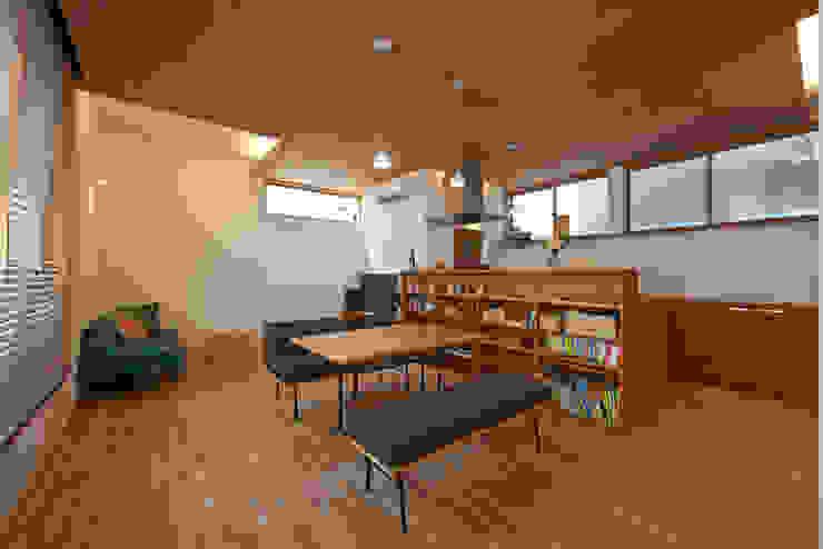 Phòng ăn phong cách hiện đại bởi (有)菰田建築設計事務所 Hiện đại