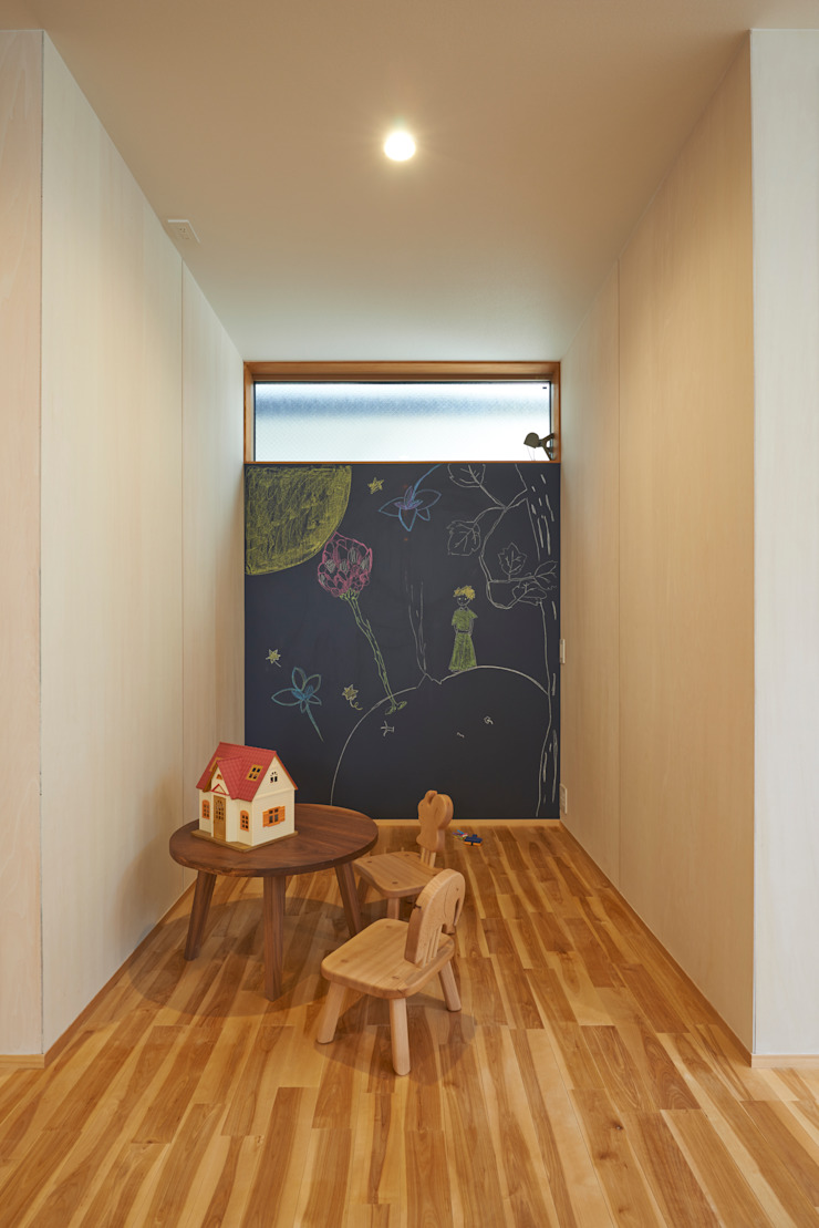 Modern nursery/kids room by (有)菰田建築設計事務所 Modern