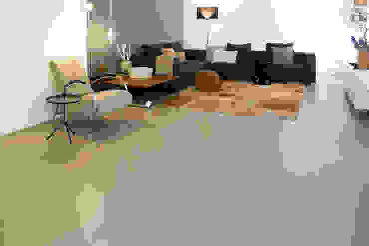 Salon moderne par Ode aan de Vloer Moderne Plastique
