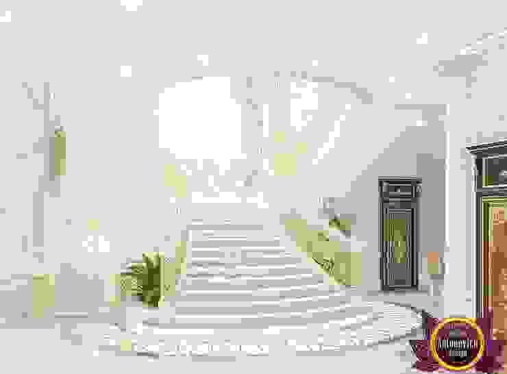  House design of Katrina Antonovich Classic style corridor, hallway and stairs by Luxury Antonovich Design Classic
