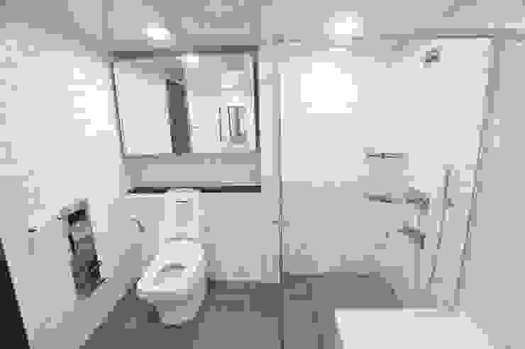 포일동 자이 아파트 53평 모던스타일 욕실 by 인테리어 파란 모던