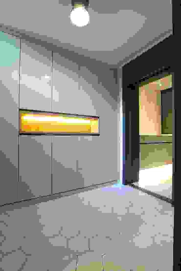 포일동 자이 아파트 53평 모던스타일 드레싱 룸 by 인테리어 파란 모던