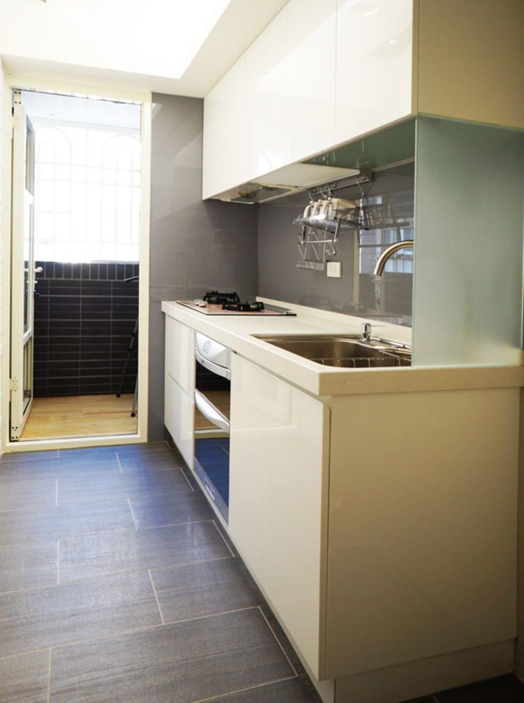 廚房 現代廚房設計點子、靈感&圖片 根據 ISQ 質の木系統家具 現代風