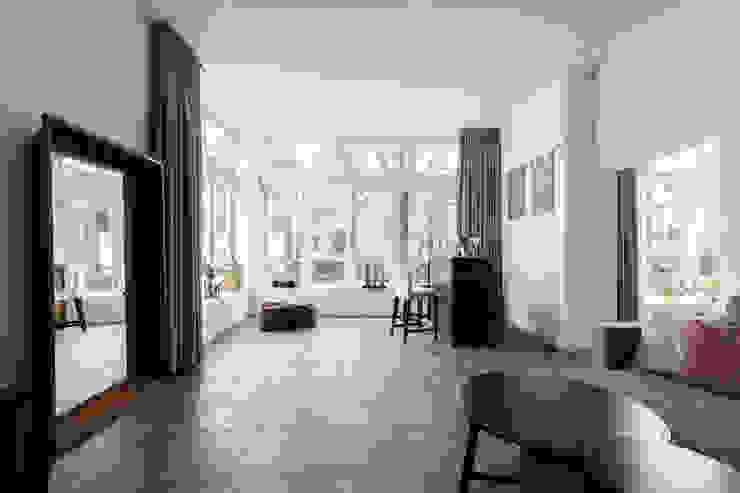 Woonkamer Moderne woonkamers van Finbarr McComb Architect Modern Tegels