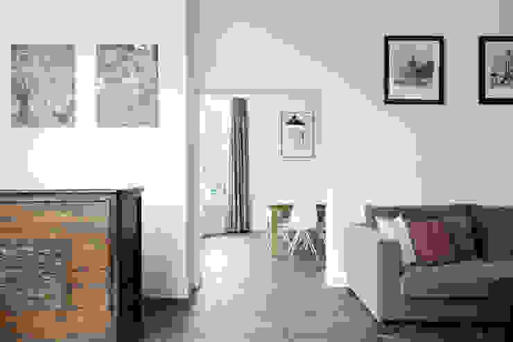 Doorkijk naar eetkamer Moderne eetkamers van Finbarr McComb Architect Modern Tegels
