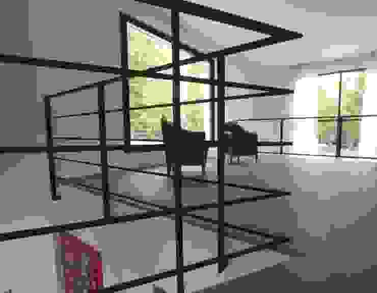 Rampe d'escalier fer forgé noir et parquet chêne massif par h(O)me attitudes by Sylvie Grimal Minimaliste Béton