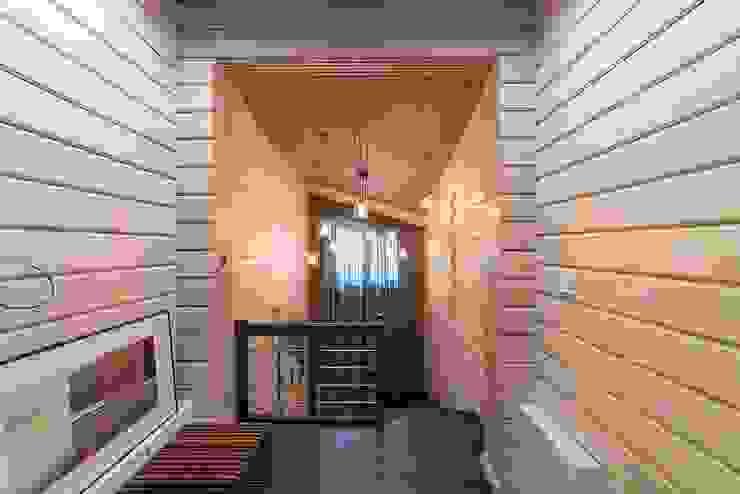Pasillos, vestíbulos y escaleras clásicas de GOOD WOOD Clásico