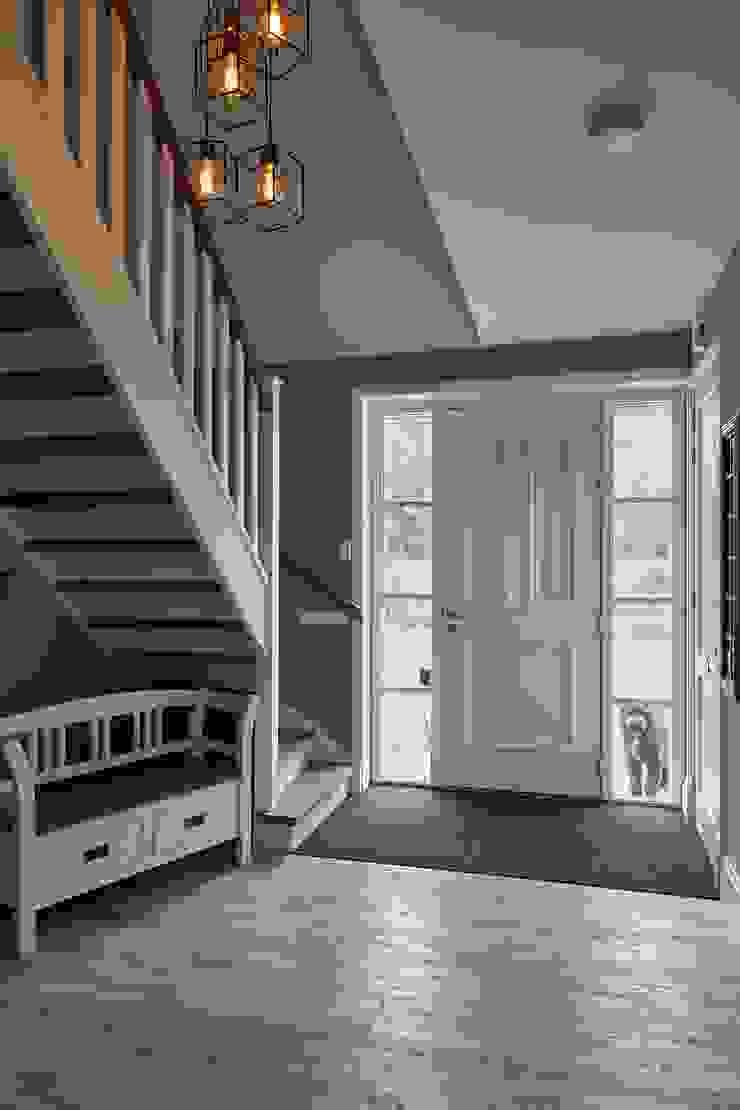 Couloir, entrée, escaliers ruraux par Brand I BBA Architecten Rural
