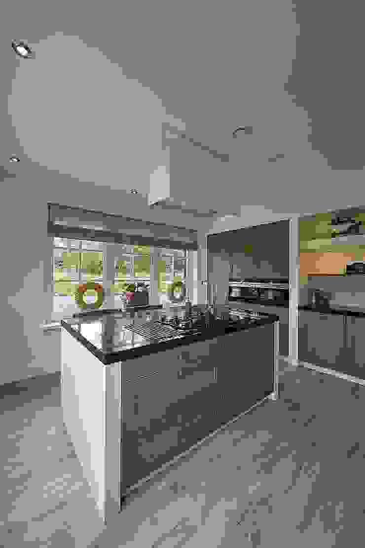 Landelijke woning Bleskensgraaf Landelijke keukens van Brand I BBA Architecten Landelijk