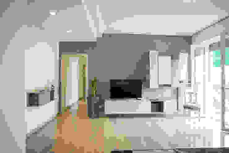 Salas de estilo moderno de K.B. Ristrutturazioni Moderno