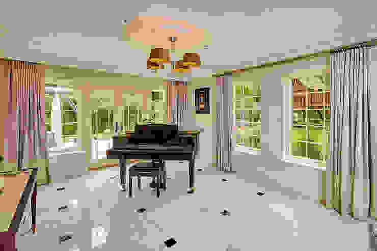 AluClad Wood Casement Windows With French Vanilla Finish من Marvin Windows and Doors UK حداثي