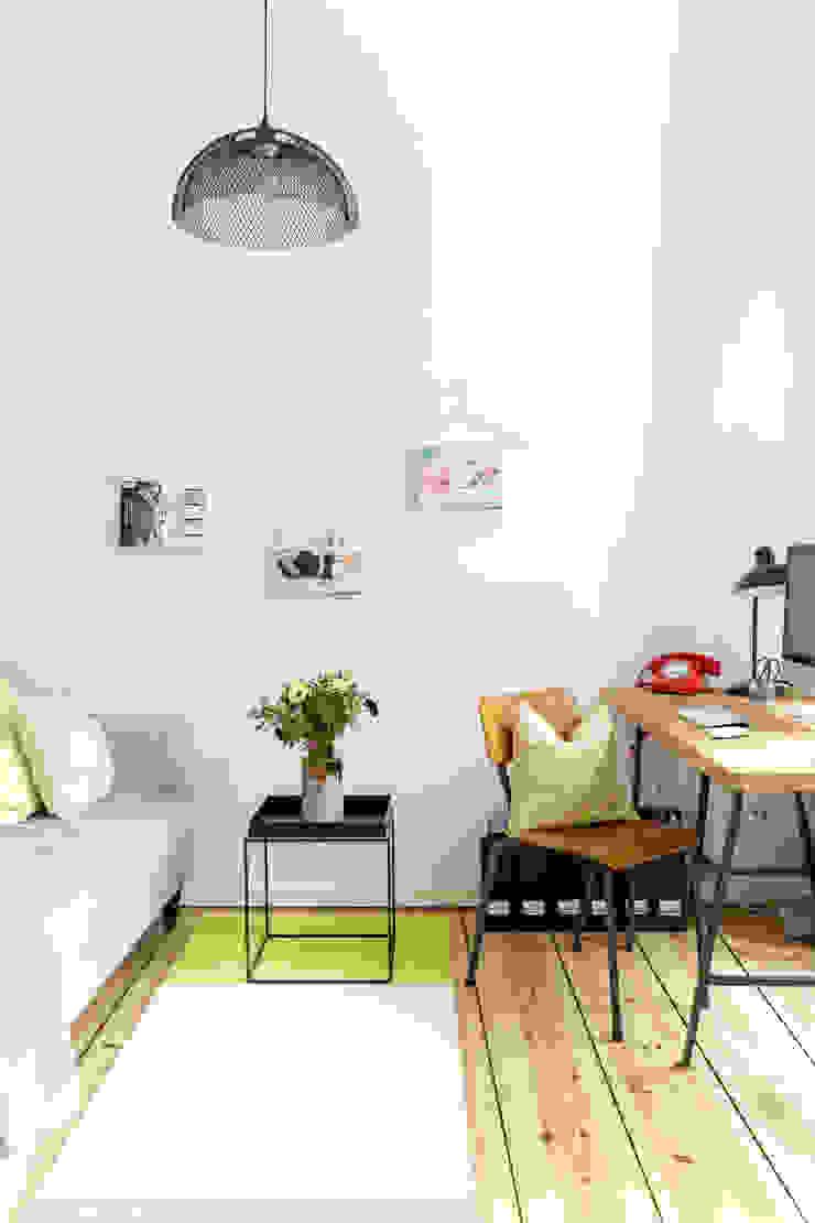 Salas de estilo escandinavo de Kathy Kunz Interiors Escandinavo