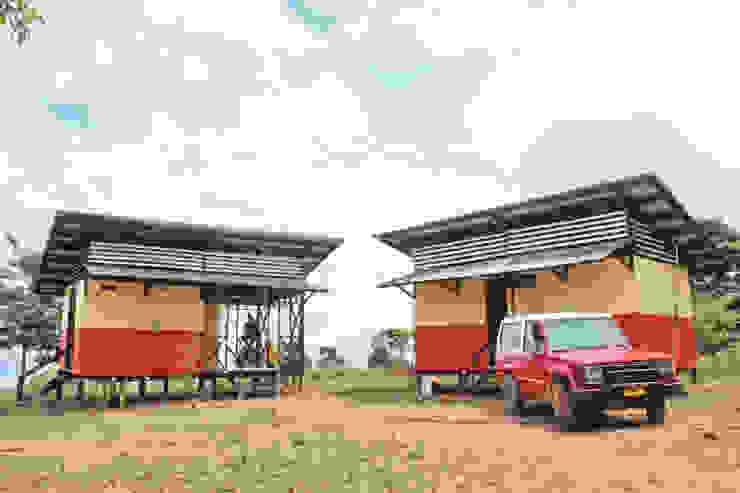 : Casas prefabricadas de estilo  por Ensamble de Arquitectura Integral, Rural Aglomerado